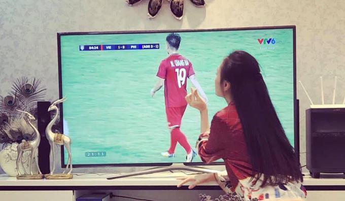 Sao Việt vẫy cờ, 'đi bão' mừng đội nhà vào chung kết AFF Cup
