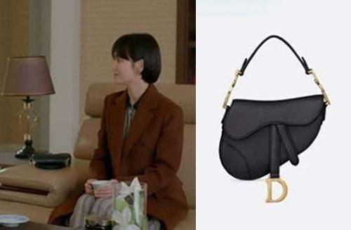 Người đẹp sử dụng túiDior có giá hơn 74 triệu.