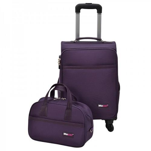 Vali du lịch Macat M18BC - tím: sản phẩm giảm giá 40% còn 899.000 đồng. Bốn bánh xe xoay 360 độ, kéo đẩy nhẹ nhàng, cùng kiểu phối viền và quai xách ốp da cao cấp sang trọng, các tiện ích theo chuẩn của hành lý du lịch, chiếc vali này thích hợp trong chuyến công tác, du lịch ngắn ngày.