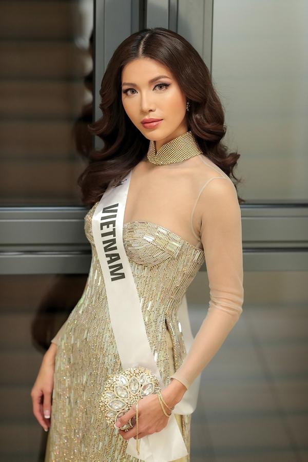 Minh Tú diện áo dài xuyên thấu dự tiệc Hoa hậu Siêu quốc gia