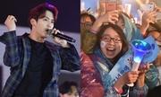 Giới trẻ Hà Nội đội mưa xem ca sĩ Hàn - Việt biểu diễn