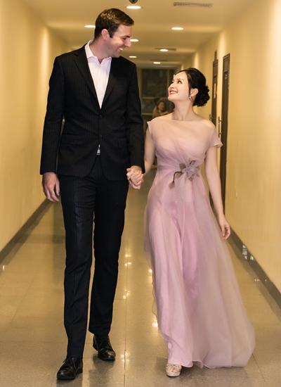 Lan Phương bên người chồng cao 2 m.