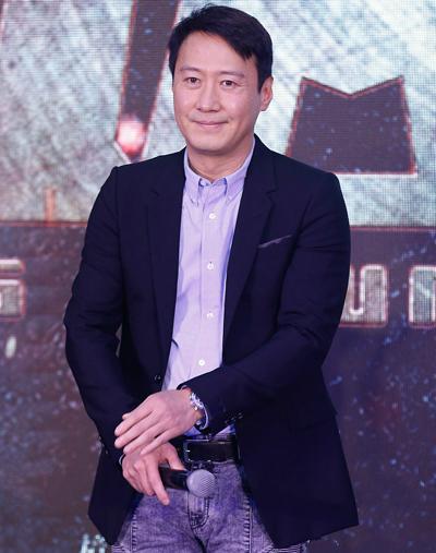 Những năm gần đây, Lê Minh đều đặn tổ chức liveshow. Anh tham gia các dự án điện ảnh, truyền hình như Dạ khổng tước, Dương Quý Phi song không gây tiếng vang.