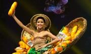 H'Hen Niê gặp sự cố với váy 'Bánh mỳ' ở Miss Universe