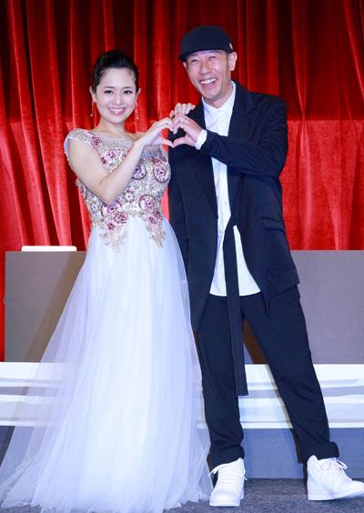 Sola Aoi và chồng lần đầu công khai sánh đôi trước truyền thông.