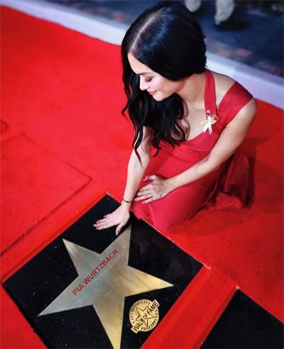 Pia Wurtzbach nhận ngôi sao gắn tên trên đại lộ.