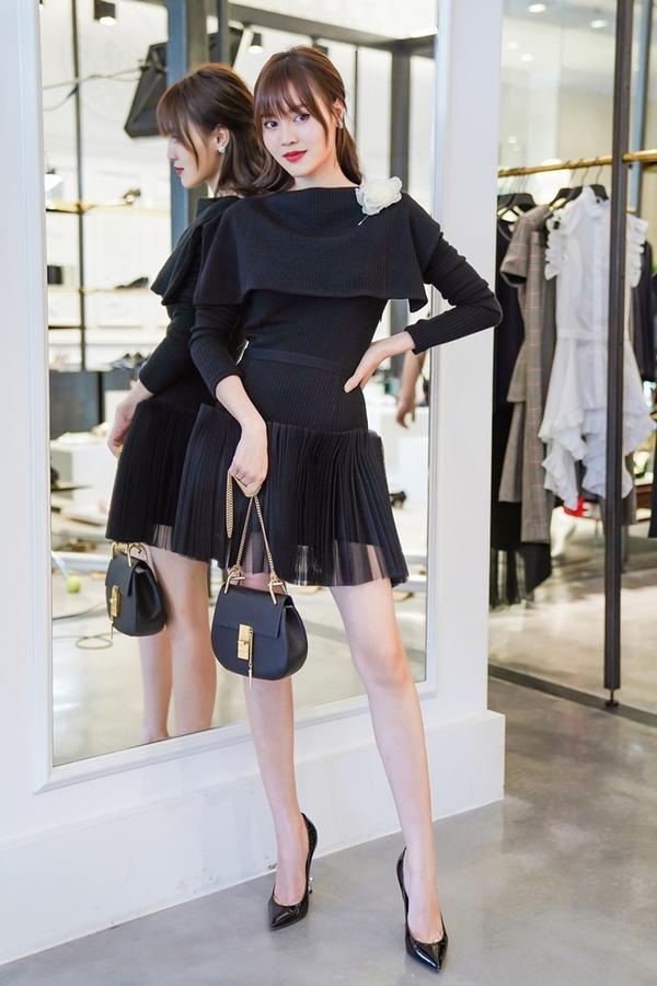 Váy áo gợi cảm của Lan Ngọc trong phim 'Gái già lắm chiêu 2'