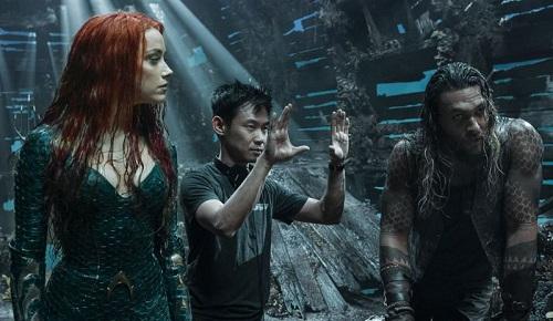 James Wan (giữa)cùng Amber Heard (trái) và Jason Momoa trên trường quay.