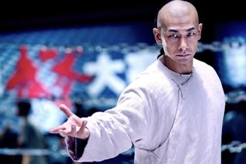 Triệu Văn Trác là diễn viên gây ấn tượng nhất phim. Ánh từng hóa thânHoàng Phi Hồng trongphần bốn, năm của loạt phim cùng tên(1993, 1994), sau đó tiếp tục đóng chính trong series Hoàng Phi Hồng (1996).