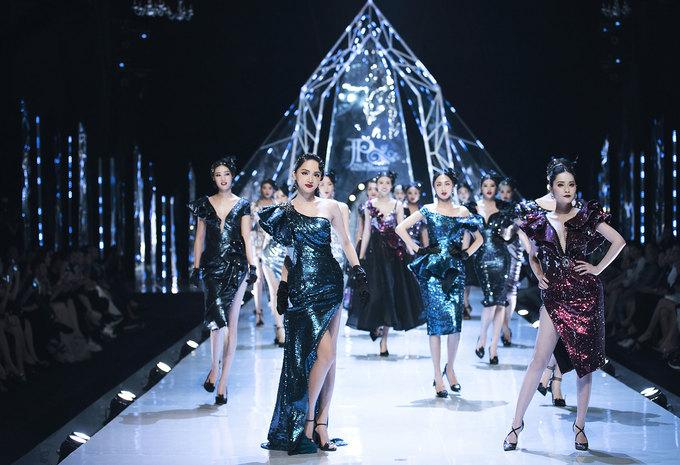 Tiểu Vy, Mỹ Linh làm vedette sàn catwalk