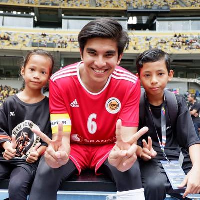 Trang phục quen thuộc của Syed Saddiq là thể thao.