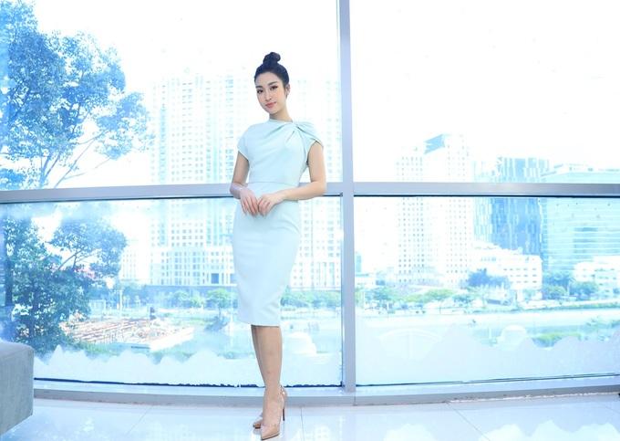 Hoa hậu Đỗ Mỹ Linh tôn dáng với đầm xanh pastel