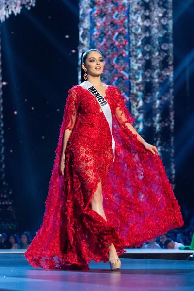 Hoa hậu Mexico được đánh giá là gương mặt xinh đẹp nhất cuộc thi. Cô luôn thể hiện vẻ ngoài hoàn hảo, sự tự tin và quyến rũ của bản thân trong hành trình cuộc thi. Nếu chiến thắng, Mexico sẽ có hai hoa hậu ở hai cuộc thi lớn là Miss Universe và Miss World, trong cùng một năm.