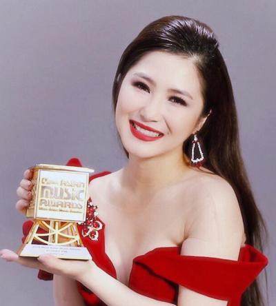 Ca sĩ Hương Tràm đoạt giải Nghệ sĩ châu Á xuất sắc.