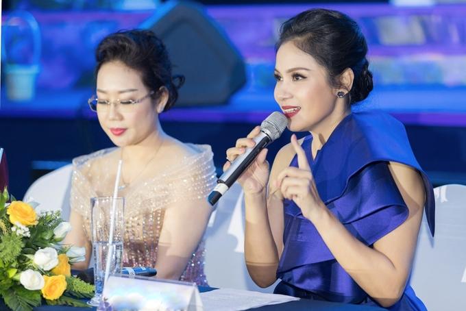 Việt Trinh, Hương Giang diện màu nổi đi sự kiện