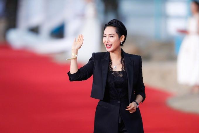 Triệu Vy sánh vai Tô Hữu Bằng trên thảm đỏ