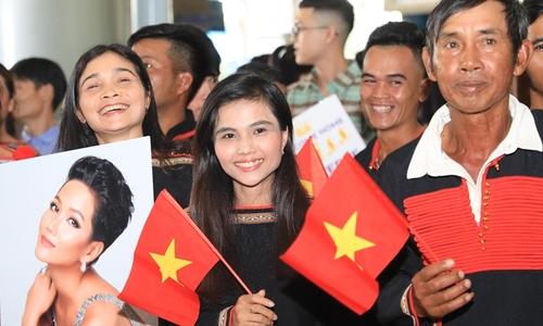 Gia đình, người quê Đắk Lắk đón H'Hen Niê về sau Hoa hậu Hoàn vũ