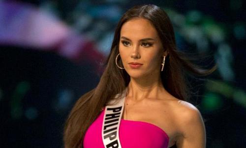 Cú xoay cổ gây sốt từng khiến Hoa hậu Hoàn vũ đau đớn