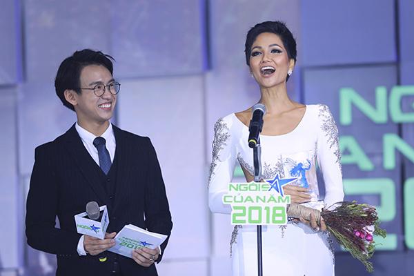 HHen Niê thắng giải Vì cộng đồng tại lễ trao giải Ngôi sao của năm 2018 - page 2
