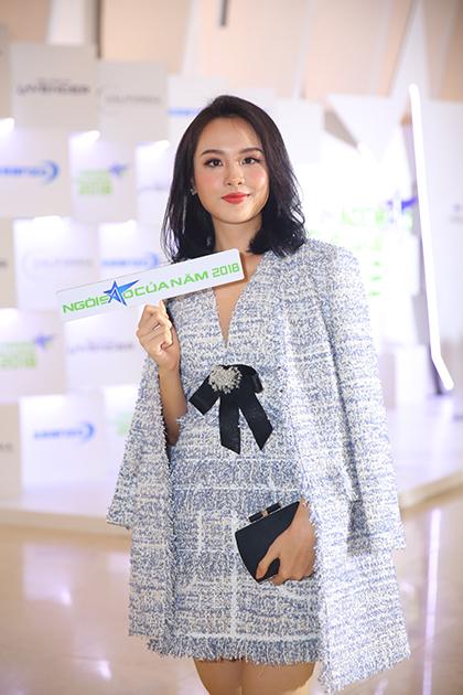 Thuỳ Tiên - top 10 Hoa hậu Việt Nam 2018 - diện đầm, áo vest dạ tweed.