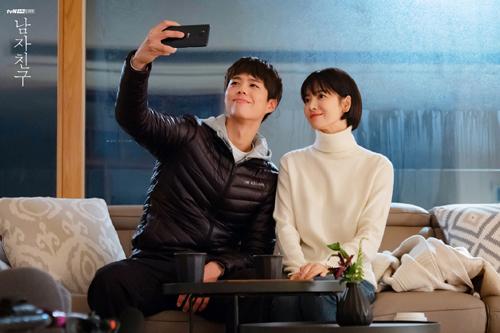Hye Kyo đóng cặp mỹ nam kém 12 tuổi - Park Bo Gum.