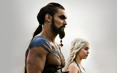 Khal Drogo và Daenerys (Emilia Clarke đóng)trong Game of Thrones.