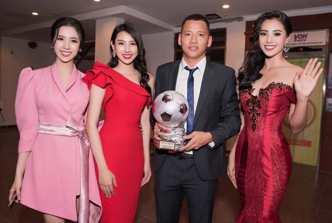 Hoa hậu Tiểu Vy nhận xét Quang Hải nghiêm túc, lạnh lùng
