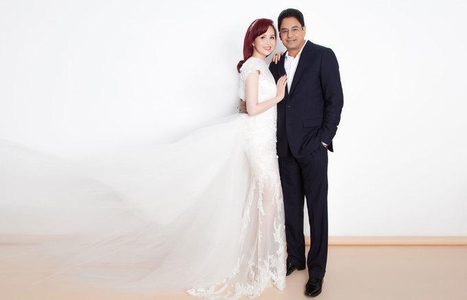 Diệu Hoa chụp ảnh cùng chồng con kỷ niệm 25 năm ngày cưới