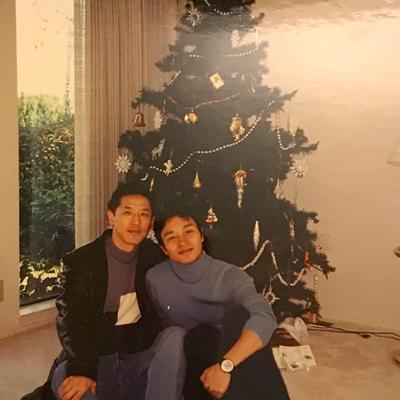 Đường Hạc Đức (trái) và Trương Quốc Vinh (1956-2003). Noel là dịp lễ mà Trương Quốc Vinh thích nhất.