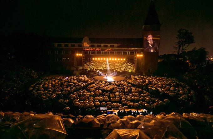 5.000 khán giả hát cùng Hà Anh Tuấn dưới mưa Đà Lạt