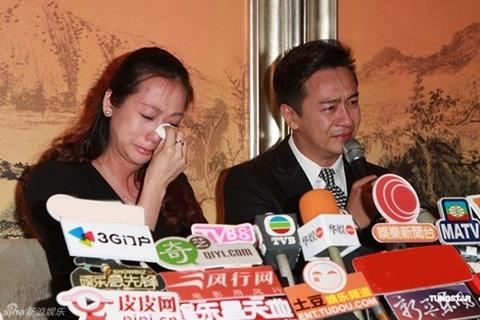 Trần Hạo Dân và vợ khóc xin lỗi Trần Gia Hằng.