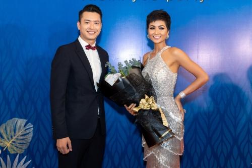 HHen Niê tái hiện cú xoay váy gây sốt tại Miss Universe (page 2)  - 6