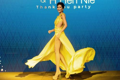 HHen Niê tái hiện cú xoay váy gây sốt tại Miss Universe (page 2)  - 1