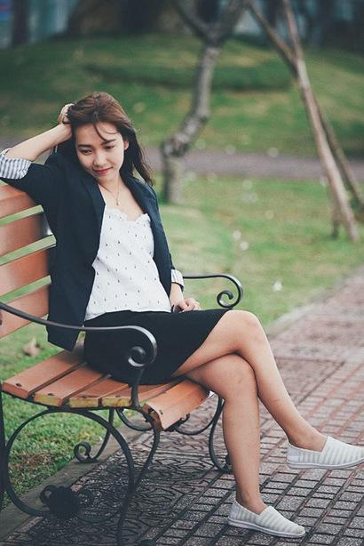 9X có phong cách thời trang nhẹ nhàng, giản dị, cảăn mặc lẫn trang điểm.