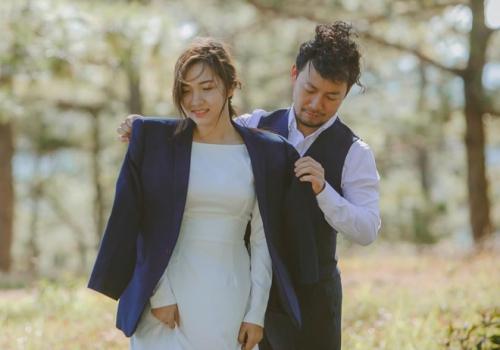 Sau đám cưới ở Bình Thuận hôm 30/12, Đinh Tiến Đạt chia sẻ một số ảnh cưới chụp tại Hàn Quốc.