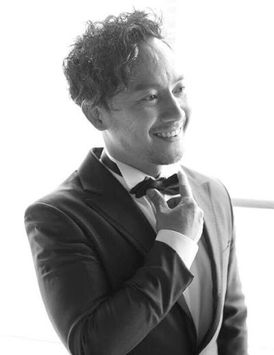 Trước khi yêu Thúy Vy, Tiến Đạt có cuộc tình chín năm với Hari Won và chia tay vào đầu năm 2016.