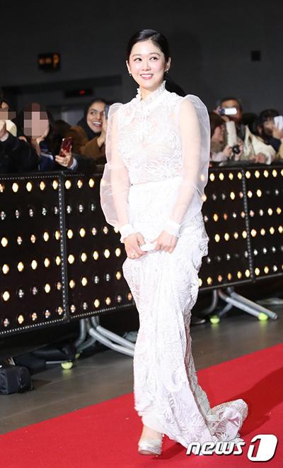 Cô nhận giải Nữ diễn viên xuất sắc cho vai chính trong phim Hoàng hậu cuối cùng. Phim đan xen bối cảnh cổ trang lẫn hiện đại. Jang Nara vào vai Oh Sunny - diễn viên nhạc kịch hoạt bát, đáng yêu. Sunny không được đạo diễn đánh giá cao, chỉ được giao các vai nhỏ. Cô theo đuổi giấc mơ thành nữ chính trên sân khấu. Tình cờ, Oh Sunny xuyên không gian về thời Đế quốc Đại Hàn (1897-1910), trở thành người của hoàng thất, bị cuốn vào những âm mưu tranh quyền đoạt vị.