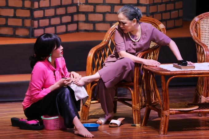 Ngọc Lan khóc nghẹn trong suất diễn 'Nửa đời ngơ ngác' thứ 150
