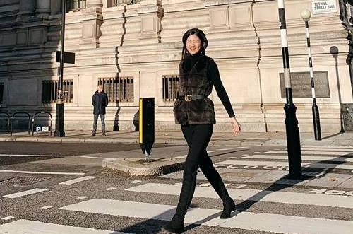 Thanh Tú trên đường phố London.