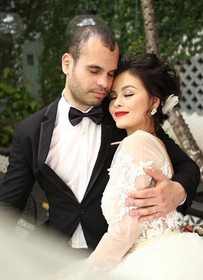 Xuân Thùy và chồng Thụy Sĩ trong ảnh cưới.