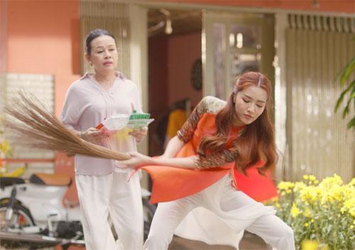 Trong Chuyện cũ bỏ qua, Bích Phương là một cô gái tinh nghịch, nhí nhảnh và luôn đứng ra hòa giải mọi người khi có chuyện.