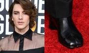 Nam diễn viên mặc áo xuyên thấu, đi giày móng dê lên thảm đỏ
