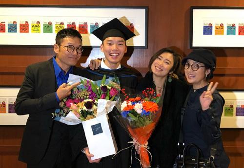 Trên Sohu, tài tử tâm sự gia đình quan trọng nhất với anh. Hai vợ chồng luôn có mặt trong những sự kiện quan trọng của con cái.