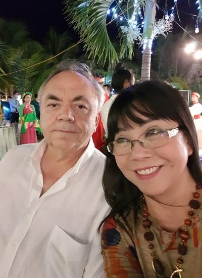Vợ chồng Ánh Tuyết sau hơn 20 năm gắn bó.