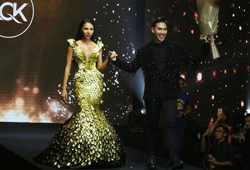 Năm 2016, Lý Quí Khánh ra mắt bộ sưu tập nhỏ lấy cảm hứng từ Hồ Ngọc Hà. Minh Triệu đảm nhận vị trí vedette của show diễn trong bộ váy đuôi cá đắp phụ kiện ánh kim, xẻ ngực và eo.