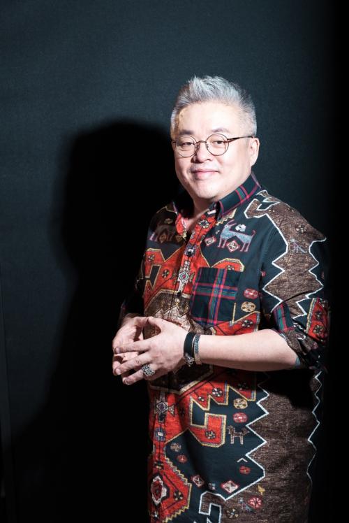 Ông Kim Hyung Suk là nhà soạn nhạc có nhiều sáng tác nhất Hàn Quốc.