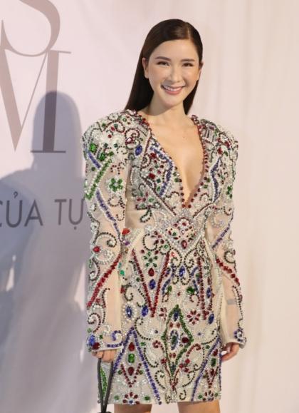 Nữ tỷ phú mê hàng hiệu diện váy Lý Quí Khánh.