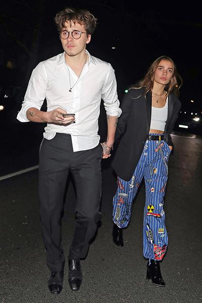 TheoUs Weekly, Brooklyn Beckham và Hana Cross hẹn hò từ giữa tháng 10 năm ngoái.