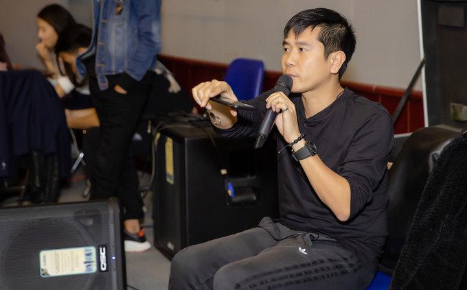 Hương Tràm luyện vũ đạo cùng Lâm Vinh Hải