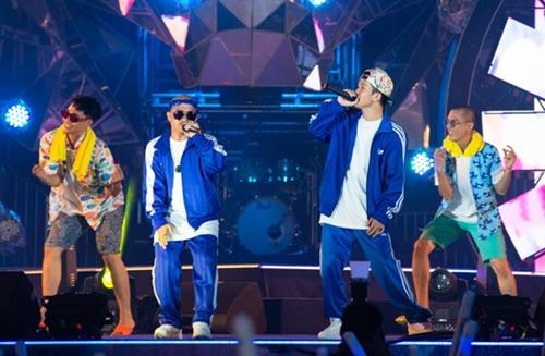 Bộ đôi Huỳnh James và Pjnboys đem đến sân khấu bản hit đạt 132 triệu lượt xem trên Youtube - Quăng ta cái boong.